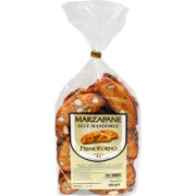 Marzapane alle Mandorle, fatti con ingredienti naturali, leggeri e fragranti, lusingano il vostro palato, lasciando in bocca un gradevole sapore di Mandorle Tostate.