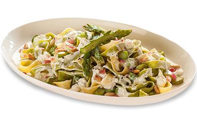 Tagliatelle con Crema di Ricotta, Asparagi e Pinoli Tostati
